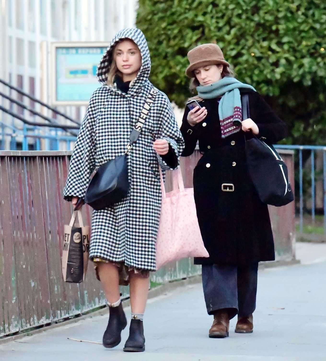 Amelia Windsor 2020 : Amelia Windsor – Looks stylis while out in the trendy area of Notting Hill-32