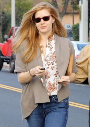 Amy Adams in Jeans Shopping on Melrose Ave in Beverly Hills