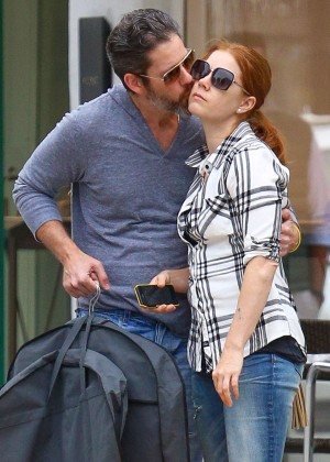 Amy Adams in Tight Jeans -01