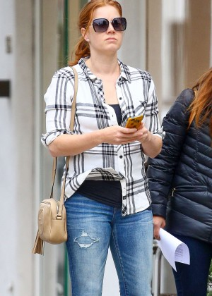 Amy Adams in Tight Jeans -05