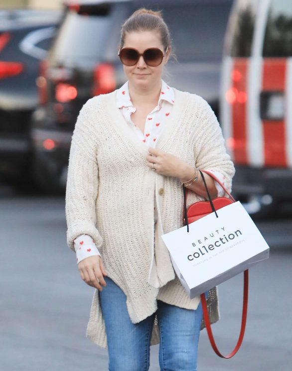Amy Adams shops for goodies in Los Angeles