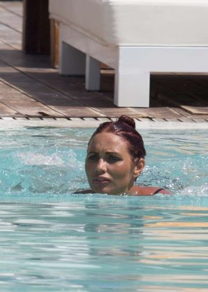 Eiza gonzalez bikini pool in honolulu - 5 1