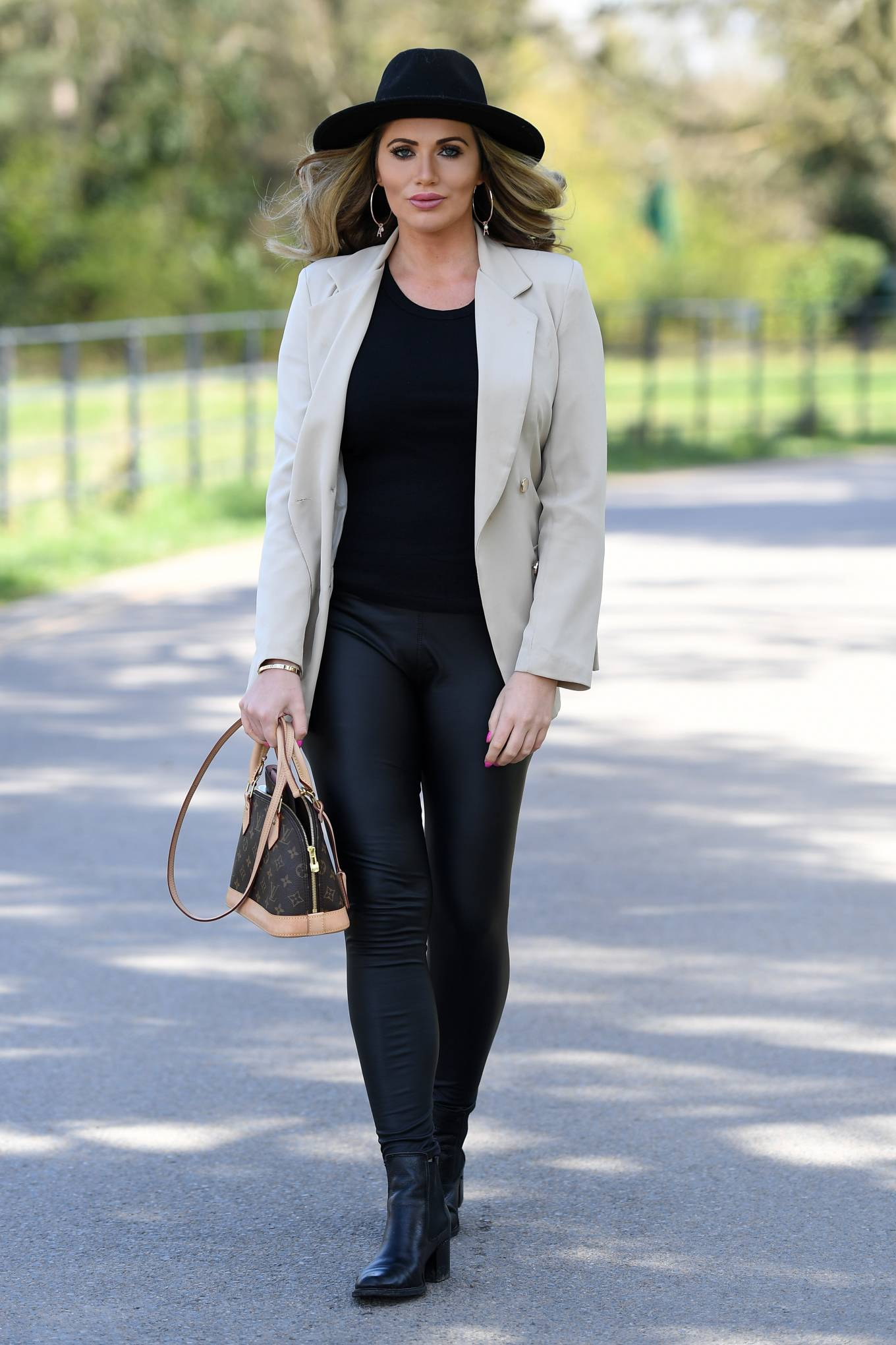 Amy Childs 2021 : Amy Childs – The Only Way is Essex TV Show filming in Essex-01
