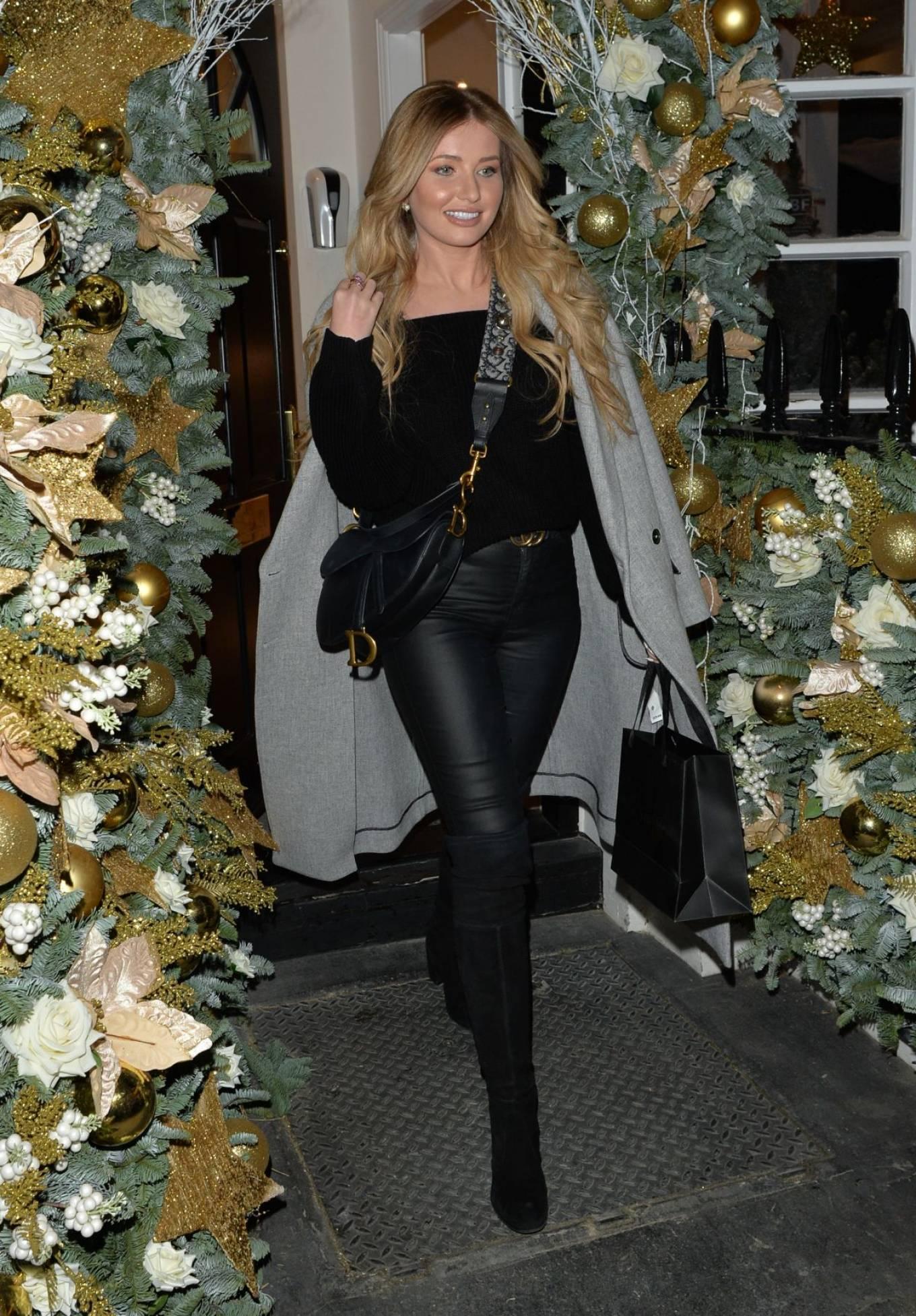 Amy Hart - Leaving a hair salon in Knightsbridge - London
