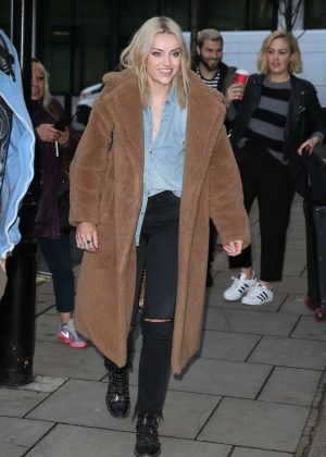 Amy McDonald - Arriving at Radio 2 in London