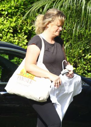 Amy Poehler arrives at a friend's house in West Hollywood