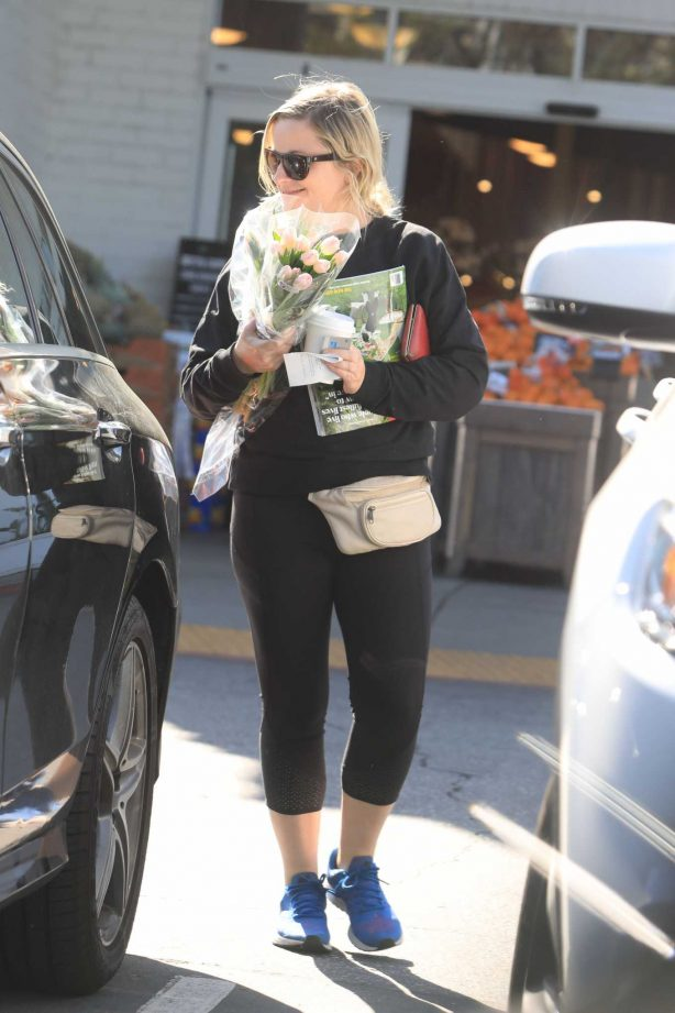Amy Poehler - Buying flowers in Beverly Hills