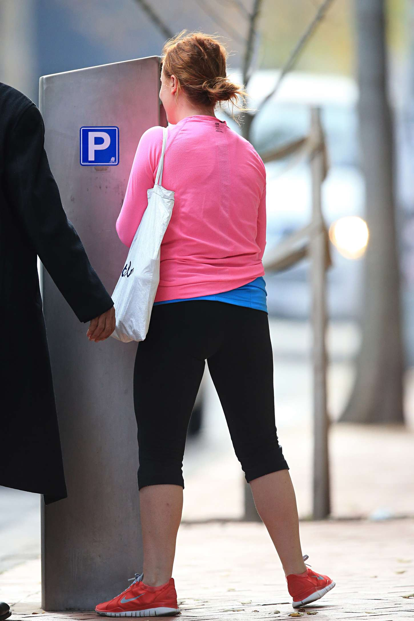 Amy Poehler in Leggings Leaving a yoga class in Sydney