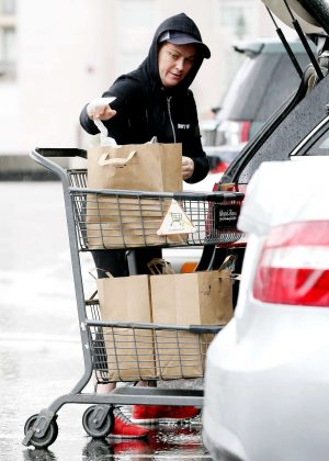 Amy Poehler Shopping at Bristol Farms in Beverly Hills