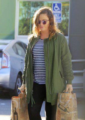Amy Poehler - Shopping at Bristol Farms in Los Angeles