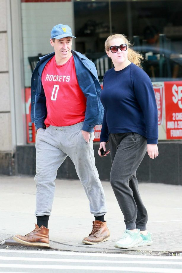 Amy Schumer and Chris Fischer take a walk in New York