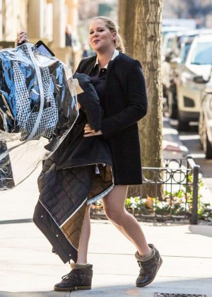 Amy Schumer Arrives at Her Hotel in New York