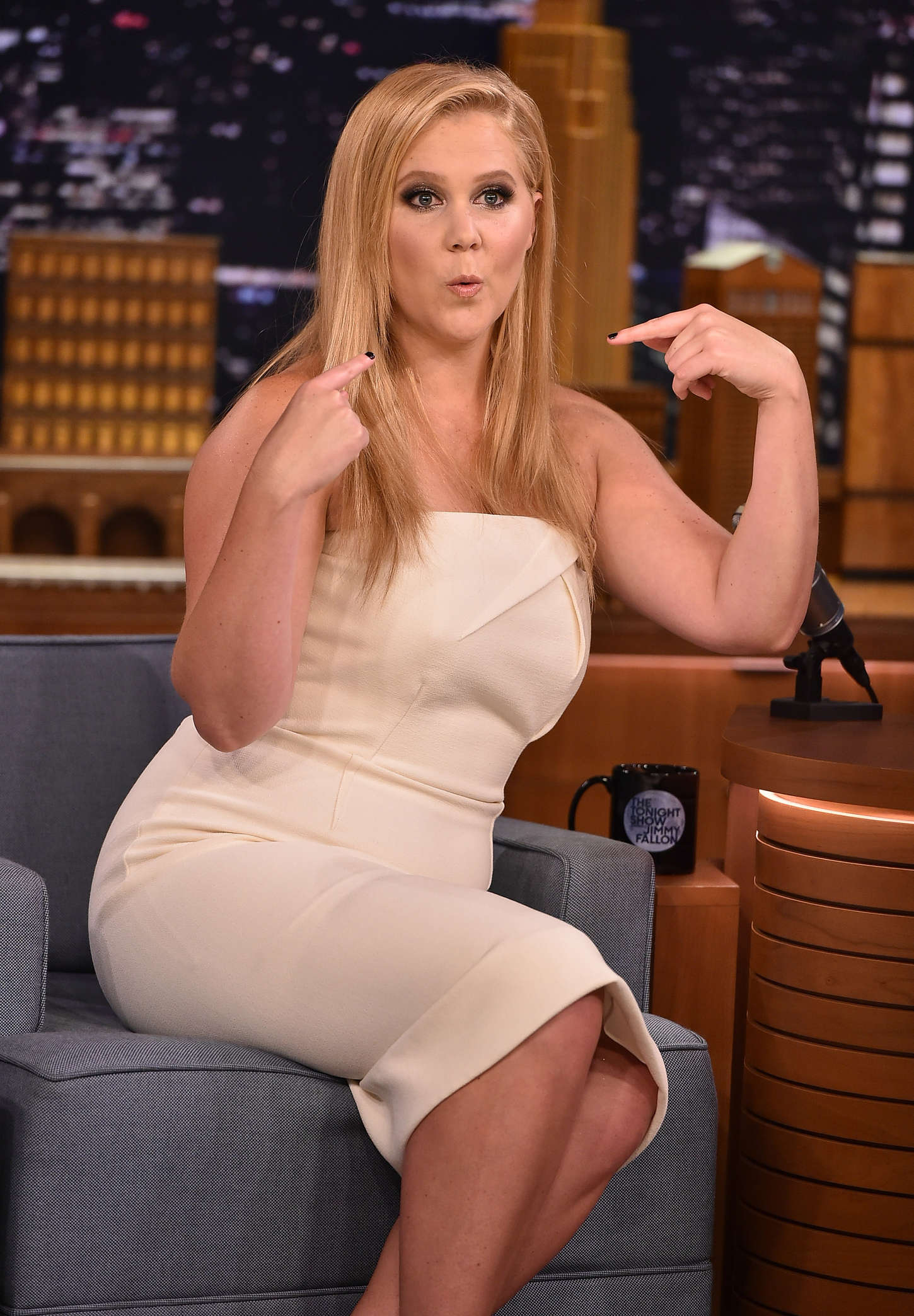 Amy Schumer - The Tonight Show With Jimmy Fallon in NYC