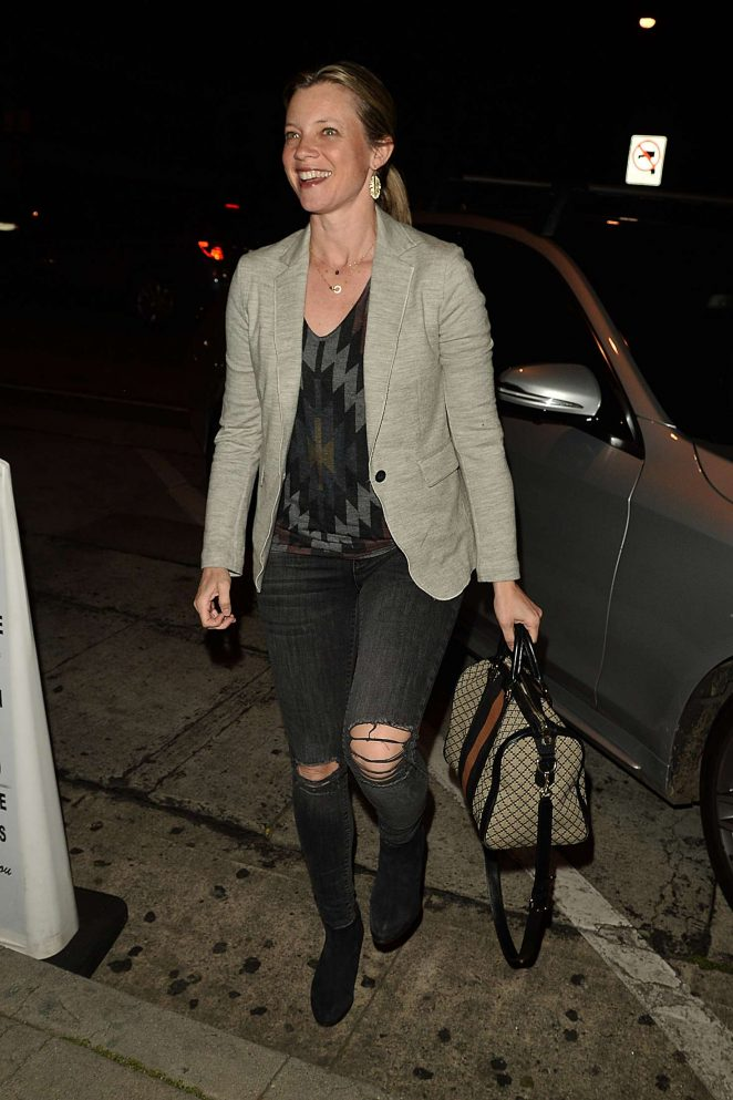 Amy Smart: Having Dinner at Craigs -06