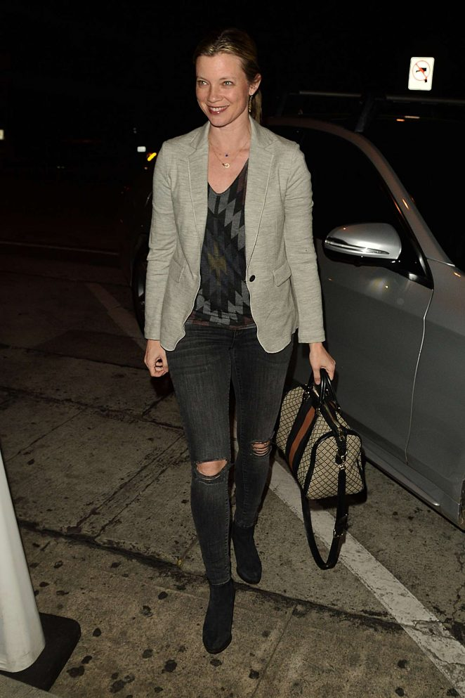 Amy Smart: Having Dinner at Craigs -08