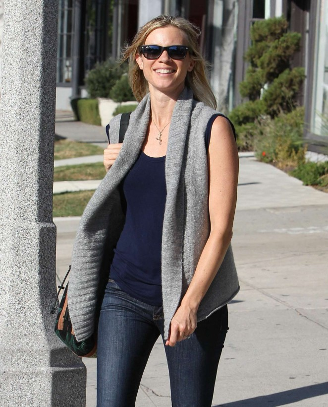 Amy Smart in Jeans out in Los Angeles