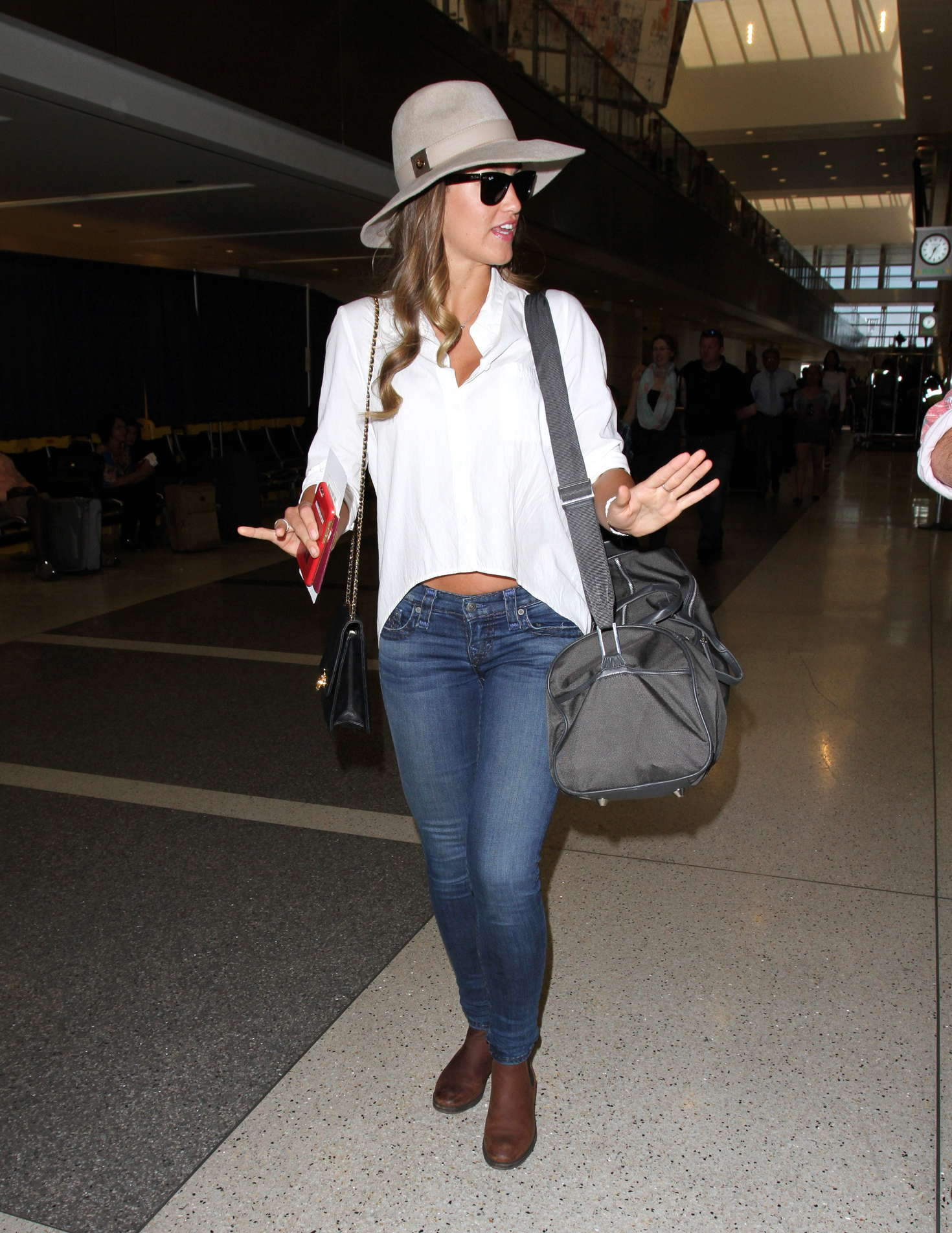 Amy Willerton 2016 : Amy Willerton in Jeans at LAX Airport -03