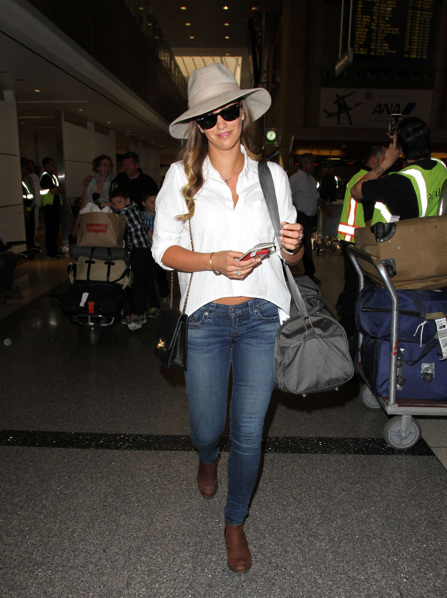 Amy Willerton 2016 : Amy Willerton in Jeans at LAX Airport -10