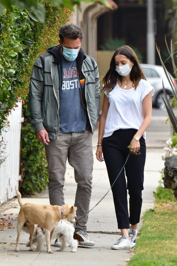 Ana De Armas and Ben Affleck - Out for a stroll in Venice - California