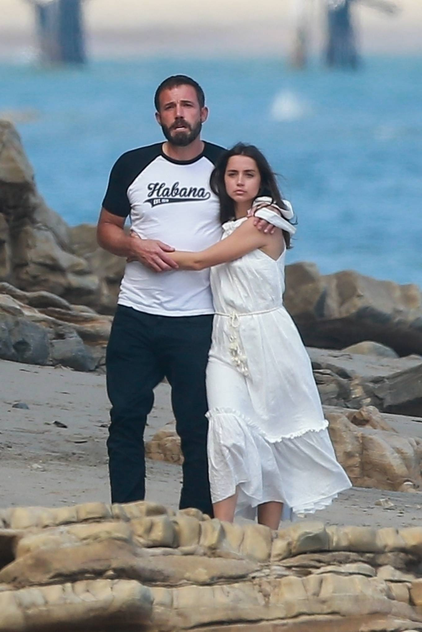 Ana De Armas and Ben Affleck - Spotted with friends on the beach in Malibu