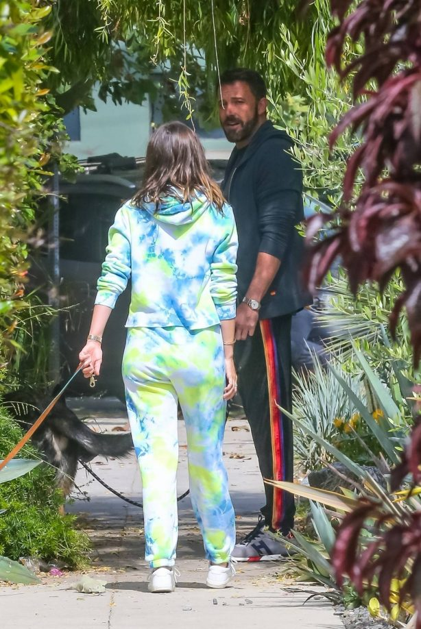 Ana De Armas and Ben Affleck - Taking their dogs for a stroll in Venice
