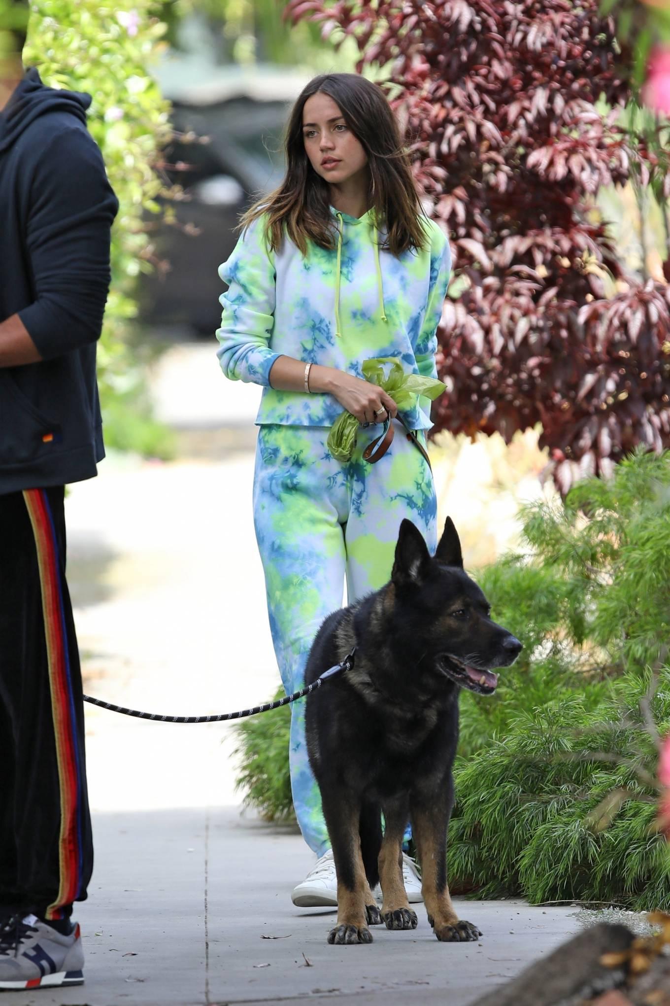 Ana de Armas 2020 : Ana De Armas and Ben Affleck – Taking their dogs for a stroll in Venice-05