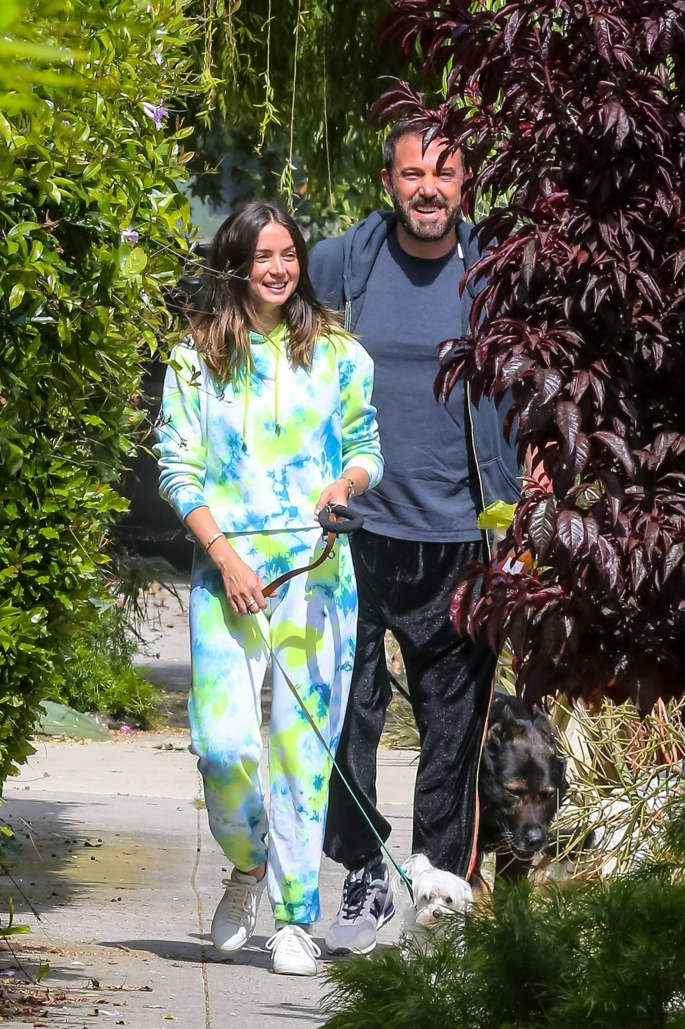 Ana de Armas 2020 : Ana De Armas and Ben Affleck – Taking their dogs for a stroll in Venice-06