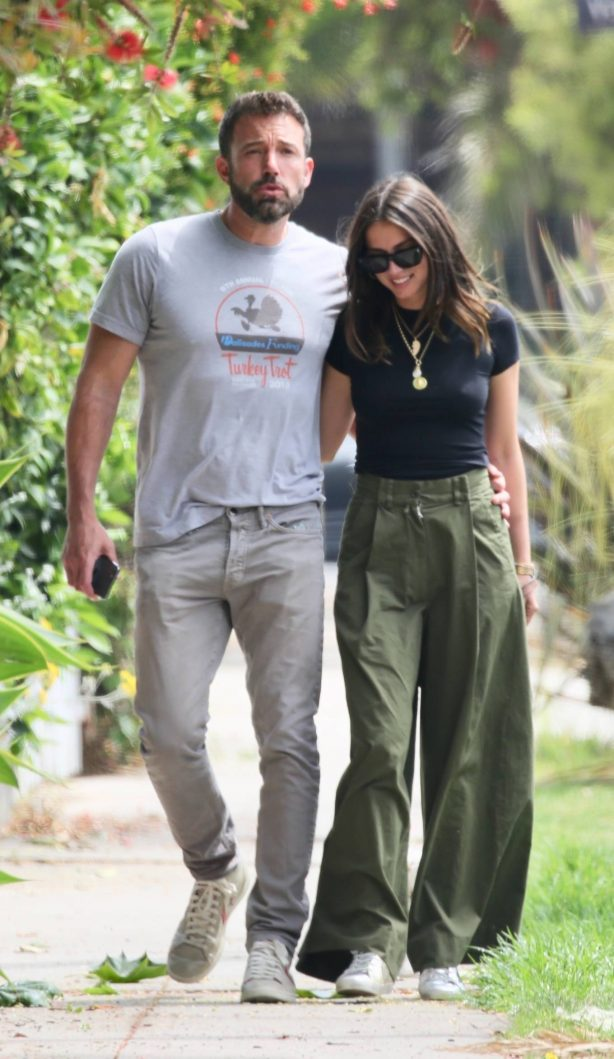 Ana De Armas and Ben Affleck - Walking their pooch while out on a stroll in Venice Beach