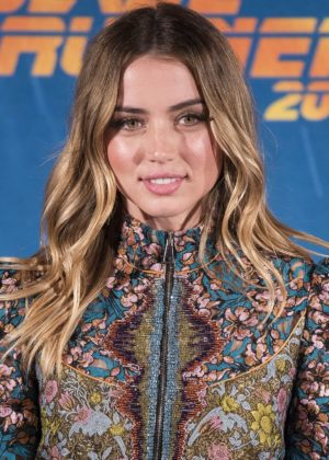 Ana de Armas - Blade Runer 2049 Photocall in Madrid