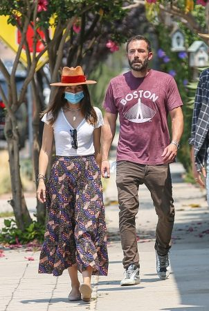 Ana De Armas - Looks cute in summer dress with Ben Affleck at Nick Fouquet hat shop in Venice