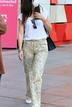 Ana de Armas - Shopping candids in Santa Monica