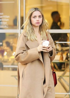 Ana de Armas - Shopping in West Hollywood
