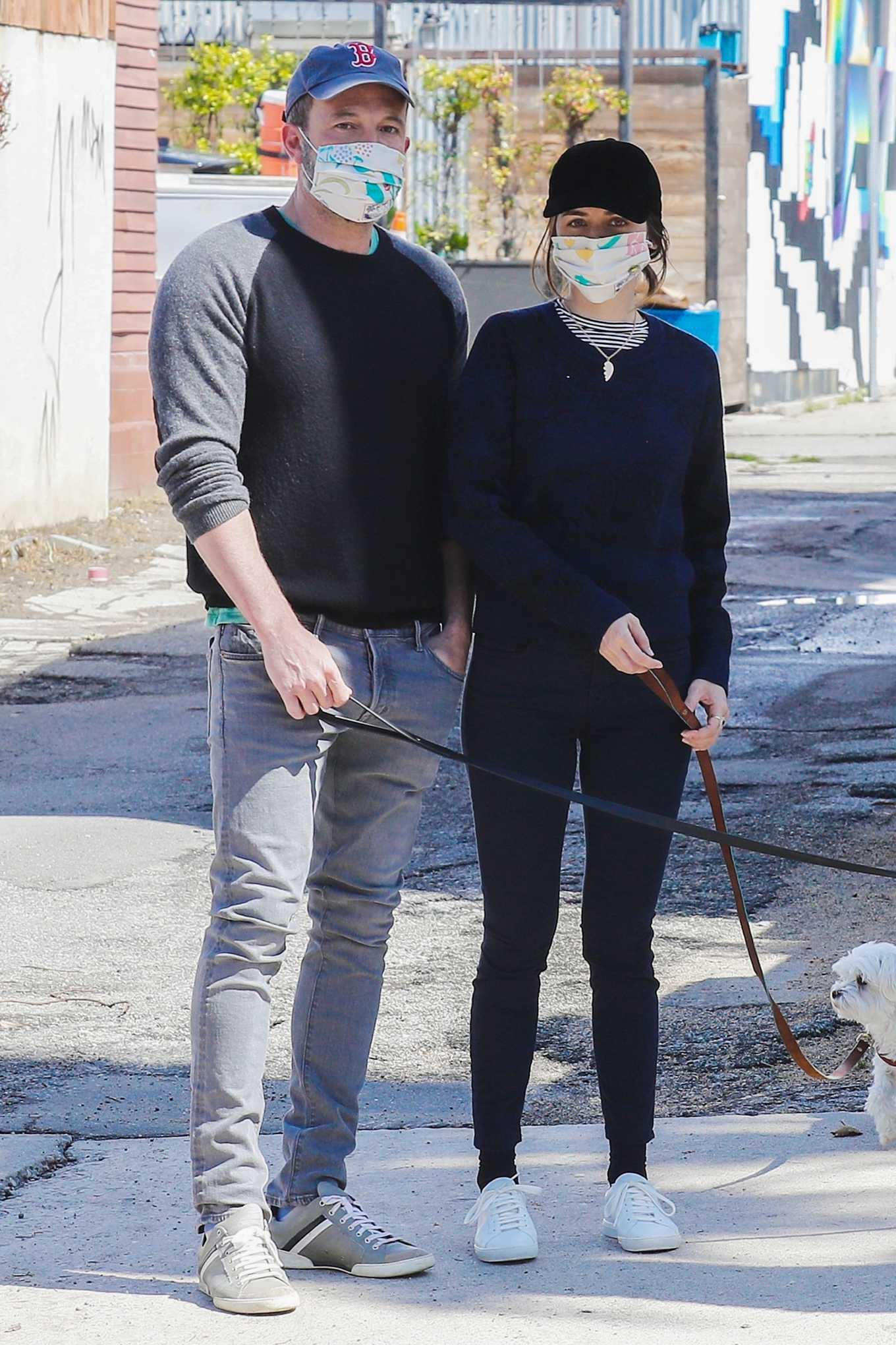 Ana De Armas - Stroll with Ben Aflek in Los Angeles
