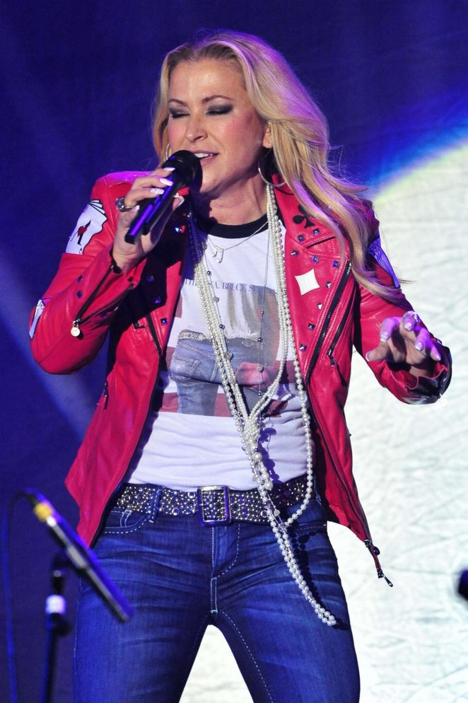 Anastacia is on tour 'Ultimate Collection' in Zurich