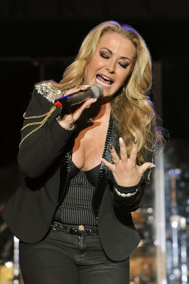 Anastacia - Performs at Her Resurrection Tour in Padova