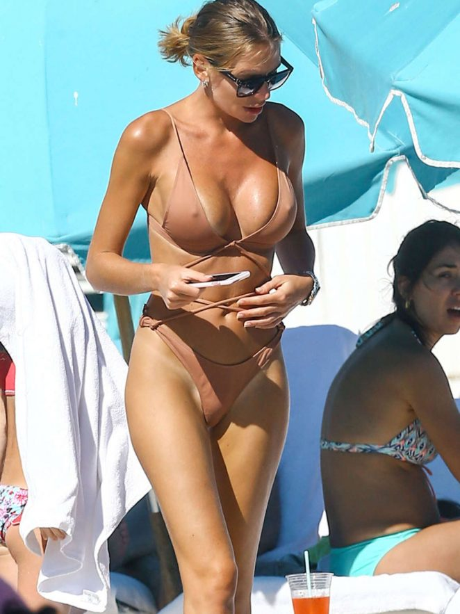 Anastasia Skyline in Bikini in the beach in Miami