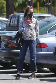Andie MacDowell - Out for a shopping