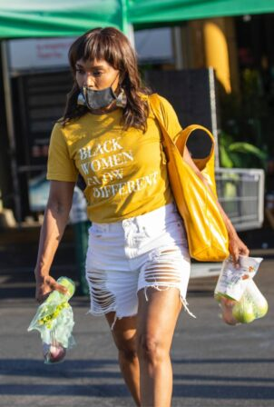 Angela Bassett - Shopping candids at Whole Foods in Los Angeles