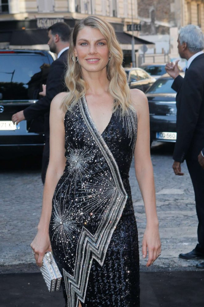Angela Lindvall - Arriving at Vogue Dinner Party in Paris