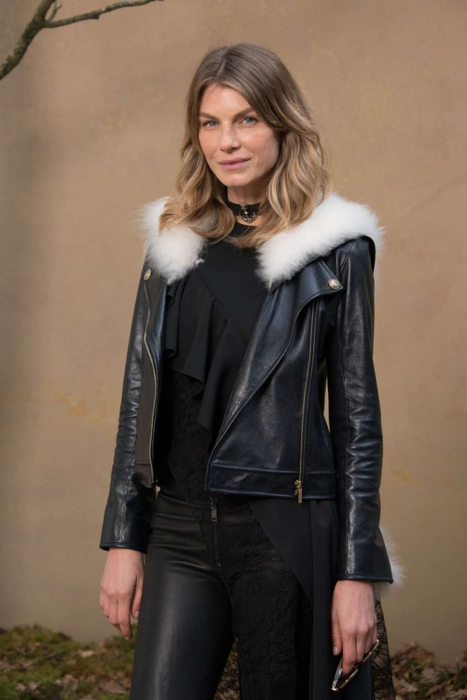 Angela Lindvall - Chanel Fashion Show 2018 in Paris