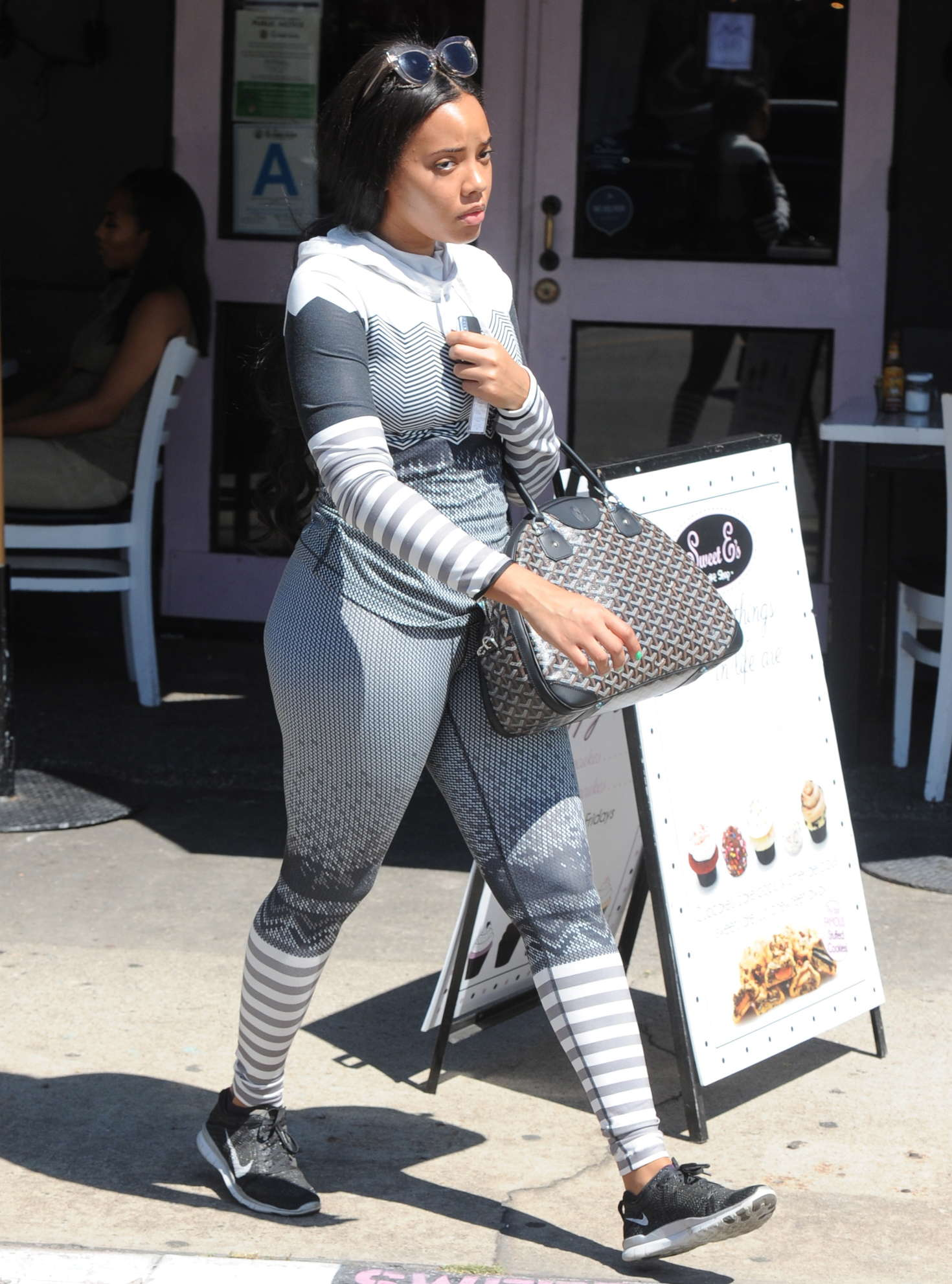 angela simmons booty in tights -06 - gotceleb