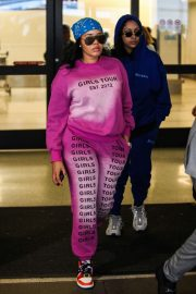Angela Simmons - Wears pink sweats and sneakers at LAX