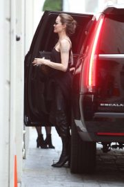 Angelina Jolie - Arrives at The Louis Vuitton Store in Beverly Hills
