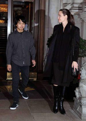 Angelina Jolie heads to Buckingham Palace in London