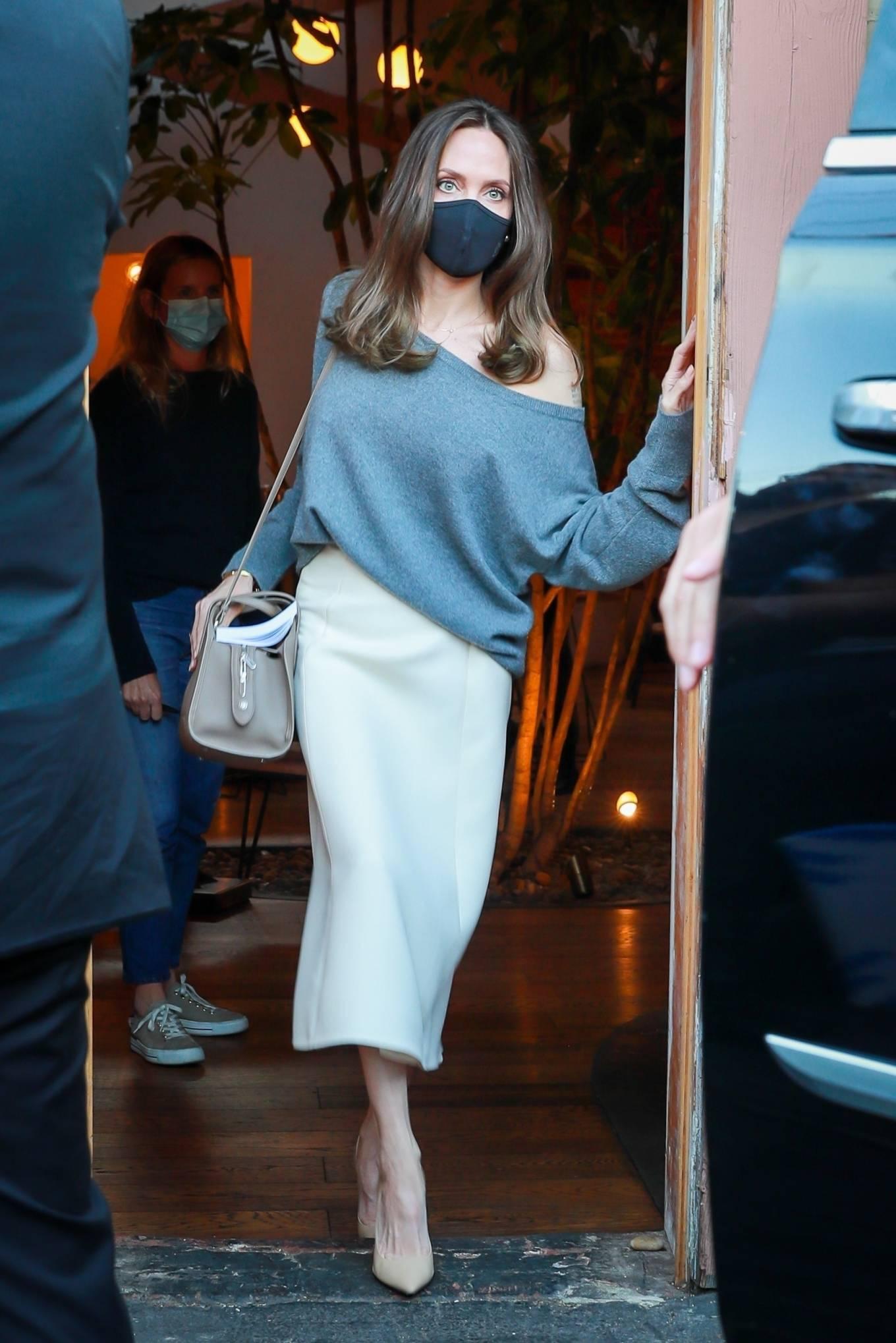 Angelina Jolie - Leaving the Skylight bookshop in Los Feliz