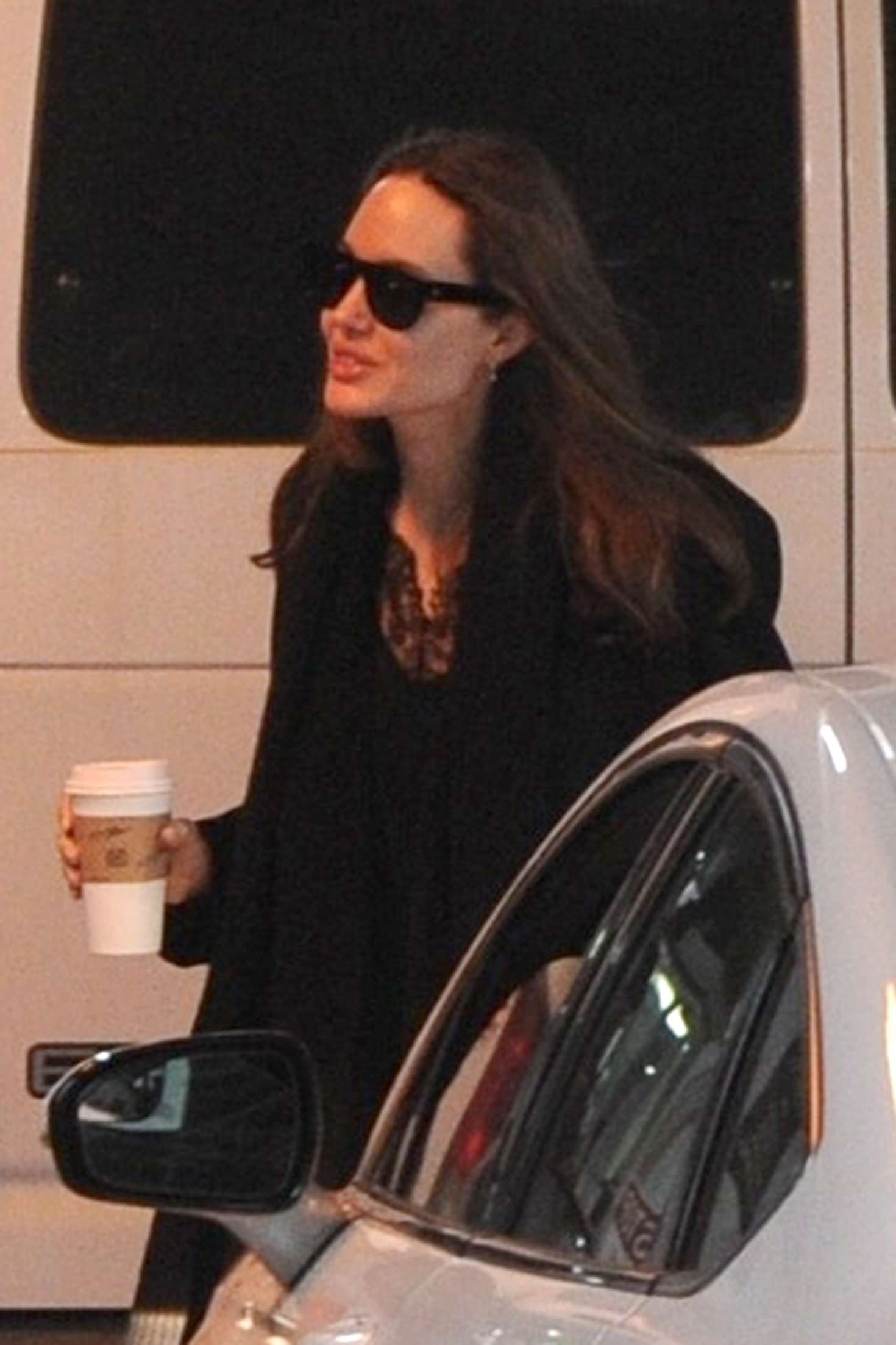 Angelina Jolie - Return to her hotel in New York