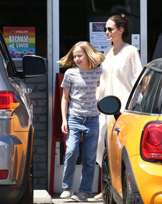 Angelina Jolie: Shopping in Los Feliz-02