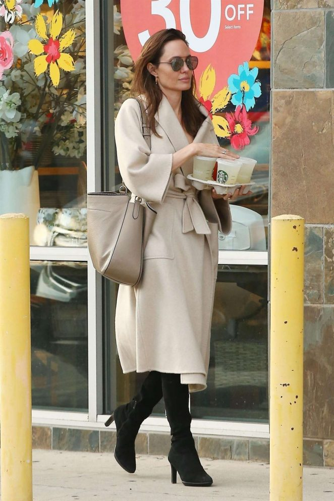 Angelina Jolie – Shopping in Studio City