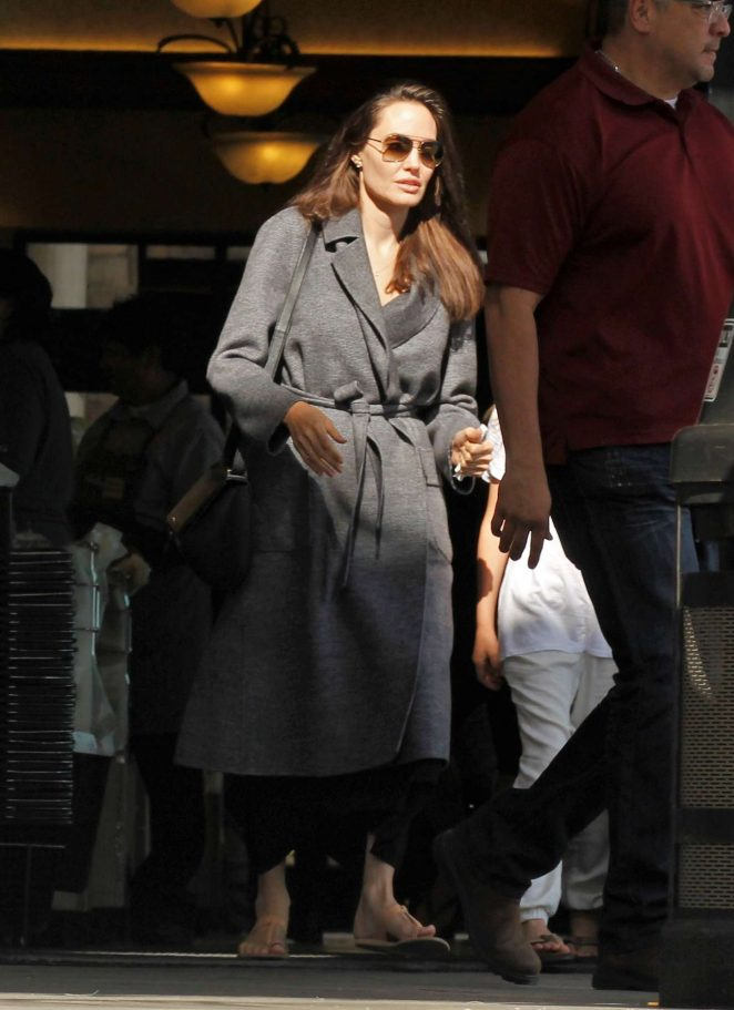 Angelina Jolie - Shopping with Vivienne in Los Feliz