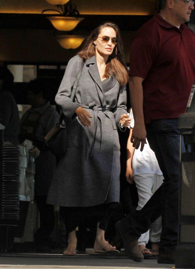 Angelina Jolie – Shopping with Vivienne in Los Feliz